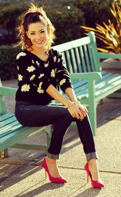 adorable daisy sweater! super cute with jeans & heels!