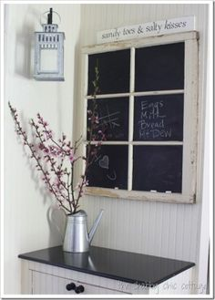 Schoolbord in een oud venster.