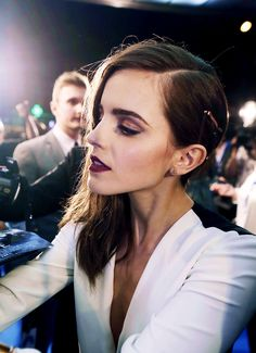 Emma Watson donning burgundy lips // #beauty #burgundylips #celebritymakeup