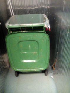 Kierrätystä,harmi vaan kun ennen nää meni possuille. Järvi-Saimaan Palvelut on päättänyt olla yhteiskuntavastuullinen toimija. Tulemme vielä etsimään keinon, jolloin ruokaa ei heitetä roskiin!
