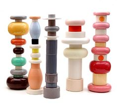 Sottsass mini totems, Spanish site, wish I could buy them somewhere.
