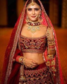 Awesome Ideas for Pakistani and Indian Bridal Makeup, Jewelry, Lehnga and Mehndi Designs Indian Bridal Photos, Indian Bridal Outfits, Indian Bridal Makeup, Indian Bridal Fashion, Indian Bridal Wear, Indian Designer Outfits, Indian Wear, Indian Wedding Bride, Wedding Mandap