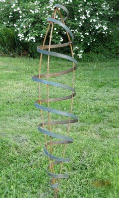 moderne Gartendeko Metall hohe Skulptur Blumen  Garten