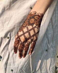 Pretty Henna Designs, Floral Henna Designs, Henna Tattoo Designs Simple, Finger Henna Designs, Basic Mehndi Designs, Back Hand Mehndi Designs, Latest Bridal Mehndi Designs, Mehndi Designs For Girls, Mehndi Designs For Beginners