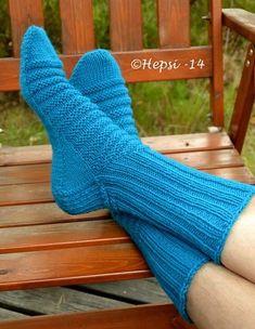 Knitting Stitches, Knitting Socks, Knitting Patterns, Wool Socks, Yarn Colors, One Color, Leg Warmers, Mittens, Stitch Patterns