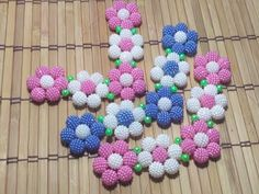 Creative Gift Wrapping, Creative Gifts, Beaded Bags, Beaded Jewelry, Decorating Flip Flops, Fabric Flowers, Diy And Crafts, Crochet Necklace, Elsa