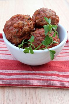 These Paleo Mini Meatballs will become one of your favorite meals! They are so easy and great to freeze for busy weeks. (Easy Meal To Freeze Gluten Free) Dairy Free Recipes, Paleo Recipes, Real Food Recipes, Cooking Recipes, Gluten Free, Paleo Vegan, Paleo Whole 30, Whole 30 Recipes, Clean Eating Recipes