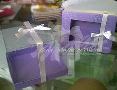 Caja para  dulces y minitorta materiales: cartulina texturizada , acetato , cinta