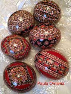 Egg Crafts, Easter Crafts, Easter Decor, Carved Eggs, Easter Egg Designs, Painted Rocks Craft, Ukrainian Easter Eggs, Coloring Easter Eggs, Egg Art