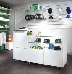 Mostrador Banko Clothing Store Interior, Clothing Store Displays, Clothing Store Design, Baby Store Display, Jewelry Store Design, Barber Shop Decor, Pharmacy Design, Boutique Decor, Retail Store Design