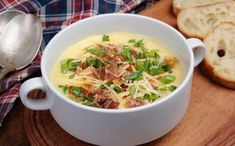 Easy, Creamy Beer Cheese Soup,This creamy gourmet soup just might be your new favorite. Healthy Soup Recipes, New Recipes, Real Food Recipes, Cooking Recipes, Recipies, Yummy Food, Beer Cheese Soups, Quick And Easy Soup, Kimchi