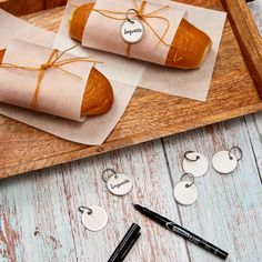 Add a personal touch to your baked goods with these Avery metal key tags. Check out more ideas at Avery.com. Printable Designs, Free Printables, Label Design, Packaging Design, Key Tags, Baked Goods, Personalized Gifts, Unique Gifts, Gift Wrapping