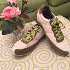 Cushe shoes Very good condition size 7 Cushe shoes. Tag has washed out but they are a 7. Cushe Shoes Athletic Shoes