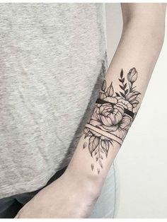 Arm Band Tattoo 56059 Flower arm tattoo - 80 ideas for tattoos on the stitching arm Mandala Tattoo Sleeve, Floral Mandala Tattoo, Forearm Flower Tattoo, Small Forearm Tattoos, Full Sleeve Tattoos, Flower Tattoos, Tattoo Thigh, Mandala Tattoo Schulter, Voll Arm-tattoos