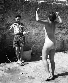 Pierre Jamet, Dina nue arrosée, Auberge de jeunesse de Villeneuve-sur-Auvers, 1937.