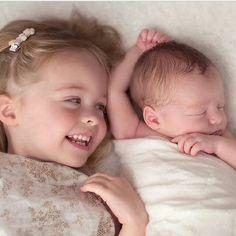 O valor de um abraço  Aproxime-se mais… Tente sentir do que um abraço é capaz. Quando bem apertado, ele ampara tristezas, combate incertezas, sustenta lágrimas, põe a nostalgia de lado. É até capaz de diminuir o medo. Se for cheio de ternura, ele guarda segredos e jura cumplicidade. Um abraço amigo de verdade divide alegrias e fica feliz em comemorar, o que quer que seja… Abraços são pequenas orações de fé, de força e energia.Há sempre alguém que quer ser abraçado e não tem coragem de dizer…