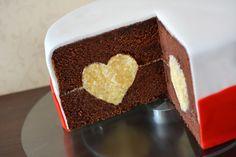 """Vergangene Woche war es soweit: ich habe mich das erste mal an Fondant gewagt um damit eine Torte, bzw. einen Kuchen zu verzieren. Lange habe ich überlegt, was ich machen will, habe mich dann aber doch gegen Blümchen und für etwas eher schlichtes entschieden und das Ganze mit einem Tool-Test verbunden. Getestet habe ich für Euch das """"Heart Cake Pan Set"""" von Wilton, eine zweiteilige Backform mit der Ihr Herzen aus Buttercreme oder Sahne in einen Kuchen zaubern könnt. Die Form beste..."""