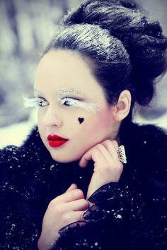 Bold Eye Makeup Fashion Winter Cold Eyelash