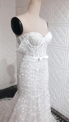 A flattering Fit & flare silhouette dress with a beading bustier structured bodice and detachable off-shoulder sleeves featuring a lovely floral lace that covers all over the dress and a Chapel train finish. Complement the look with a removable bow waistband and a flawless two-tier long veil. Fit And Flare Wedding Dress, Custom Wedding Dress, Wedding Gowns, Floral Lace, Floral Wedding, Dress Silhouette, Chapel Train, Bridal Outfits, Bridal Style