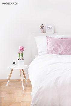 white and rose bedroom / scandinavian nordic interior with spring-colors Rose Bedroom, White Bedroom, Exterior Barn Lights, Double Doors Exterior, Nordic Interior, Wall Lantern, Exterior Paint, Exterior Shutters, Scandinavian Style