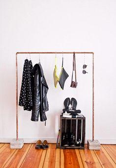 Armarios abiertos para un dormitorio minimal