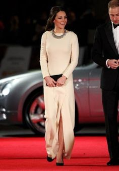 Kate Middleton's Best Outfits Ever:How gorgeous is this long-sleeved, slit-front Roland Mouret Kate wore to the royal premiere of Mandela: Long Walk To Freedom? In an admirable high-low move, the Duchess wore it with a sparkling necklace from Zara and a casual ponytail.