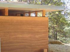 mur en pisé strates - toit plat