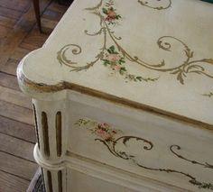 Villa Anna: A love dedication to pretty handpainted furniture. Chalk Paint Furniture, Hand Painted Furniture, French Furniture, Furniture Makeover, Furniture Decor, Floral Furniture, Provincial Furniture, Bohemian Interior, Shabby Chic Kitchen