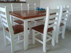 Mesa y sillas de pino recicladas
