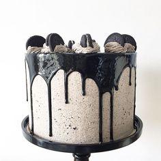 • Oreo Layered Cake con Corazón de Nutella •  Pedidos y consultas  contacto@kekukis.com.ar #oreo #nutella #cake #drip #kekukis #pastry
