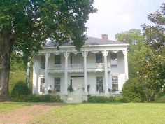 Southern and plantation homes on pinterest plantation for Home builders in south ms