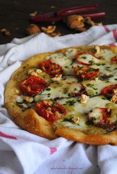 Ma a voi la pizza come piace?....sottile e croccante o alta e morbida?   Se vi devo dire la verità io non l'ho ancora capito e per ovvia...