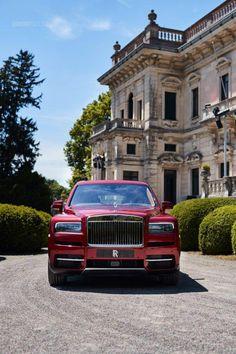 Rolls-Royce Cullinan shines at Villa dEste Voiture Rolls Royce, Rolls Royce Cullinan, Rolls Royce Motor Cars, Rolls Royce Phantom, Mc Laren, Best Luxury Cars, Luxury Suv, Best Classic Cars, Luxury Life