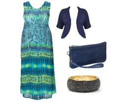 Love this plus size outfit for an awesome night time summer event! The maxi dress + navy accessories are fabulous.