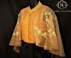 Sari Blouse Designs, Fancy Blouse Designs, Designs For Dresses, Blouse Patterns, Blouse Styles, Skirt Patterns, Coat Patterns, Sewing Patterns, Stylish Blouse Design