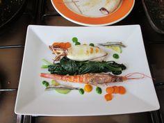 Poisson ,... Calamar homard ròti  et  anchois sous sel avec epinards et  sauce e  roquette  et  de  carottes Gino D'Aquino
