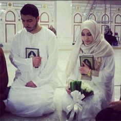 These two went to hajj for there honeymoon !! So cute i swear !