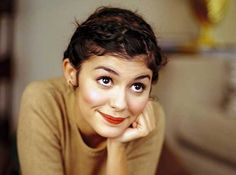 audrey tautou -Amelie - Its freaky how much our Amelie looks like her name sake. Audrey Tautou, Audrey Hepburn, Divas, Amelie, Pretty People, Beautiful People, Street Style Vintage, French Beauty Secrets, Poses