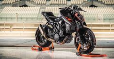 The 2017 KTM Super Duke was on display at this year's EICMA show in Milan, where the popular bike builder revealed their latest vision about what we should ride. Looking more like a superbike from your worst nightmare. this bike features a split LED Ktm Duke, Duke Bike, Ktm Super Duke, Cb 650f, Gs500, Ktm Motorcycles, R Wallpaper, Motorcycle Types, Bike Photo