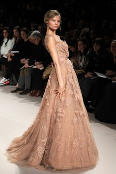 I knew this was an Elie Saab before i saw it was an Elie Saab. One of my Fay-vor-its.