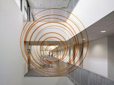 Felice Varini, 17 cercles oranges excentriques, 2010