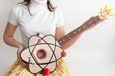 "The Atom Ukulele This instrument is made to. - The Atom Ukulele "" This instrument is made to order. And there is a waiting list. "" (by celentanowoodworks) parece una vagina"