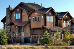 Pack your bags for a luxurious rental amidst the glorious landscape of Steamboat Springs. Known for its pristine powder that draws skier and snowboarders by the hundreds, this area keeps people coming all year round thanks to a wide variety of outdoor activities and events.