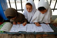 Afghan girls read the Koran during the Muslim holy month of Ramadan at a mosque in the city of Jalalabad, the provincial capital of Nangarhar province, east of Kabul, Afghanistan on July 22 Couples Muslim, Muslim Family, Learn Quran, Learn Islam, Reading Al Quran, Spiritual Pictures, Muslim Quran, Online Quran, Afghan Girl