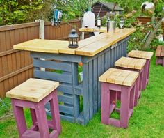 How good will this DIY Pallet Bar Table with Stools look at your place!  It's idea for entertaining and your guests will love it.