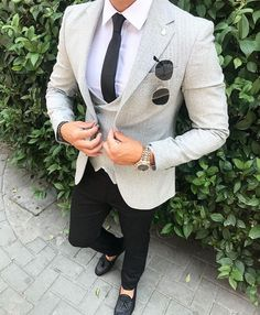 """Style is the perfection of a point of view. Nowadays, not only women that concerning the look, men also wants to dress better, too. Style is looking good while defining """"good"""" yourself. Don't think trendy, think unique and embrace your own style. Suits For Guys, Prom Suits For Men, Best Suits For Men, Mens Suits, Mens Fashion Wear, Suit Fashion, Prom Outfits For Guys, Blazer Outfits Men, Classy Suits"""