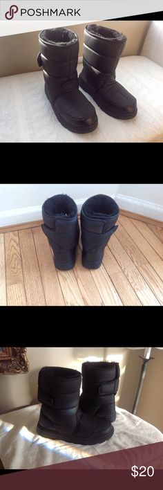 BLACK SNOW BOOTS LINED WITH FUR BLACK SNOW BOOTS, Size 7 M, Travellers traveller Shoes Winter & Rain Boots