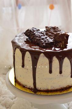 Néha bajban vagyok a családdal. Én vagyok az ügyeletes tortafelelős minden ünnepen, de az apróságok egy része nem szereti a nagyon csokoládé... Cake Cookies, Caramel, Pudding, Chocolate, Baking, Food, Candy, Kuchen, Sticky Toffee