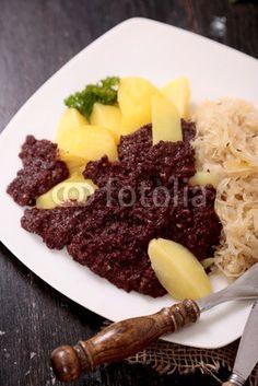 Grützwurst mit Sauerkraut und Salzkartoffeln
