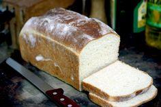 La Cucinetta: Pão de leite, forma de pão e menino na cadeira